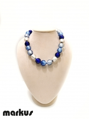 Glass necklace with round beads white gold, blue, light blue and bluino